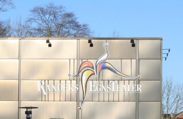Foto af facaden på Randers Egnsteater